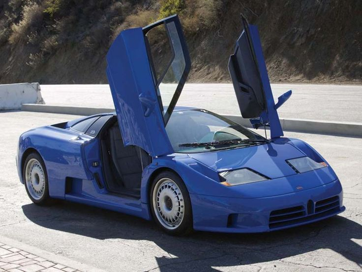 Blue Bugatti EB110 Auf der Auktion von RM Sotheby's