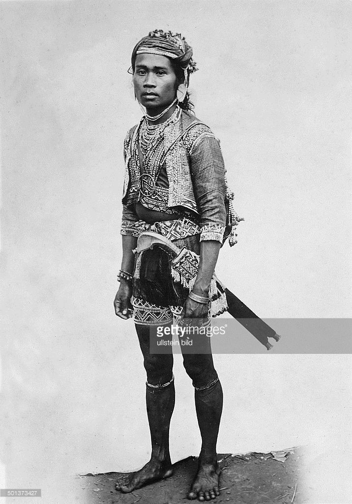 Philippines, Bagobo natives. Man wearing traditional clothes. - probably in the 1910s