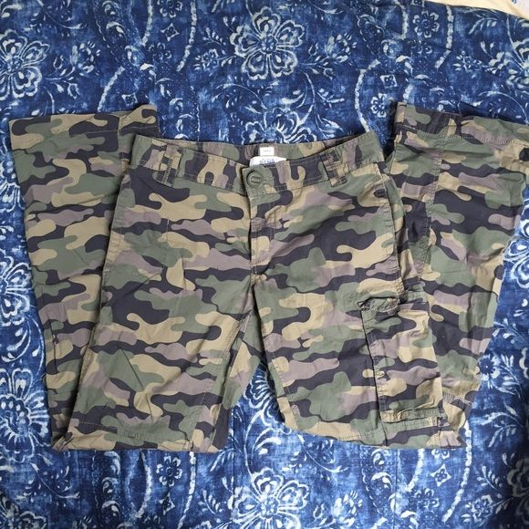 Camouflage Jeans - Adjustable Length Wicked cute old navy jeans with buttons on the bottom of the pants - can be rolled up as capris! Size 6 and very soft/thin! Old Navy Pants