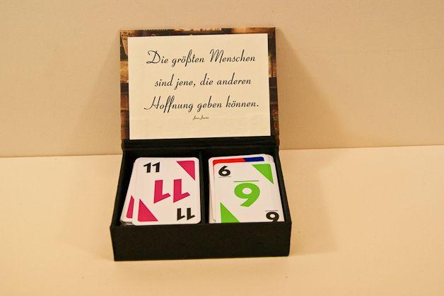 Spielkartenkästchen Wenn die Originalpackung nix taugt. 8,-- € hergestellt von hobby-eisenhammer.de