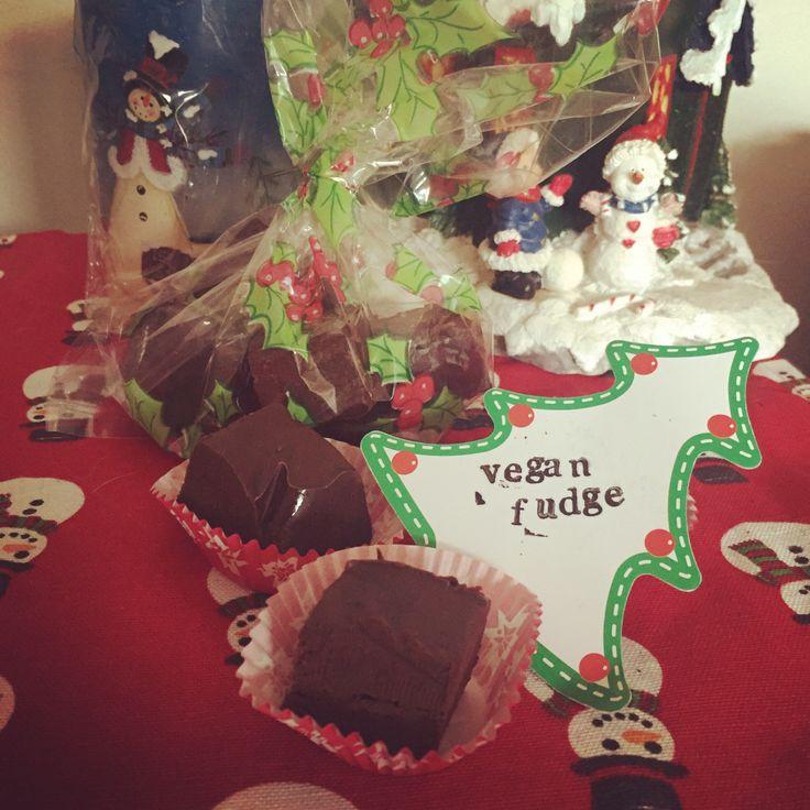 Slow cooker chocolate fudge. dairy free, egg Free, nut Free, soya free, gluten free. Vegan. Healthy Christmas treats. #allergyfriendlychristmas