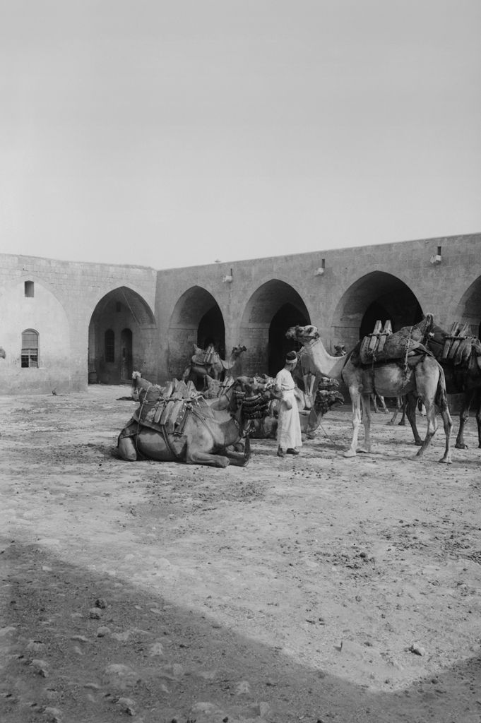 Caravanserai in Aleppo, Syria, c. 1900 Photo: American Colony (Jerusalem), Photo Dept., Prints and Photographs Division, Library of Congress, LC-M32- 1771