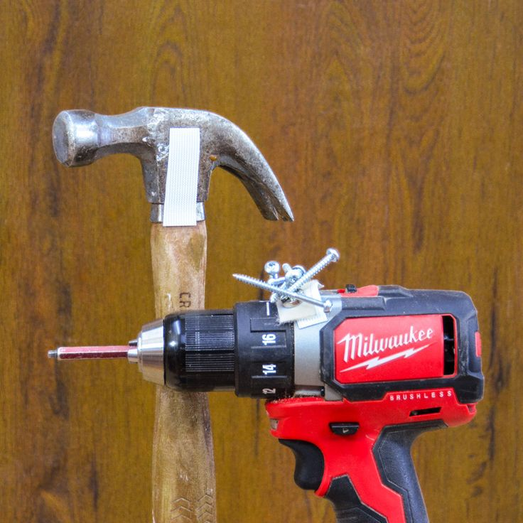 Magnetic Holders: Here's a great way to holder screws, bits, and other metallic pieces to your drill, while you're working. #tools #woodworking #diy