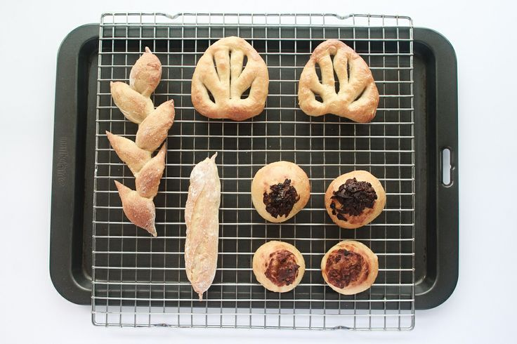 Learn how to bake a wonderful bread basket at home! Simple and delicious... http://www.mouthfool.com/2014/06/bread-basket/
