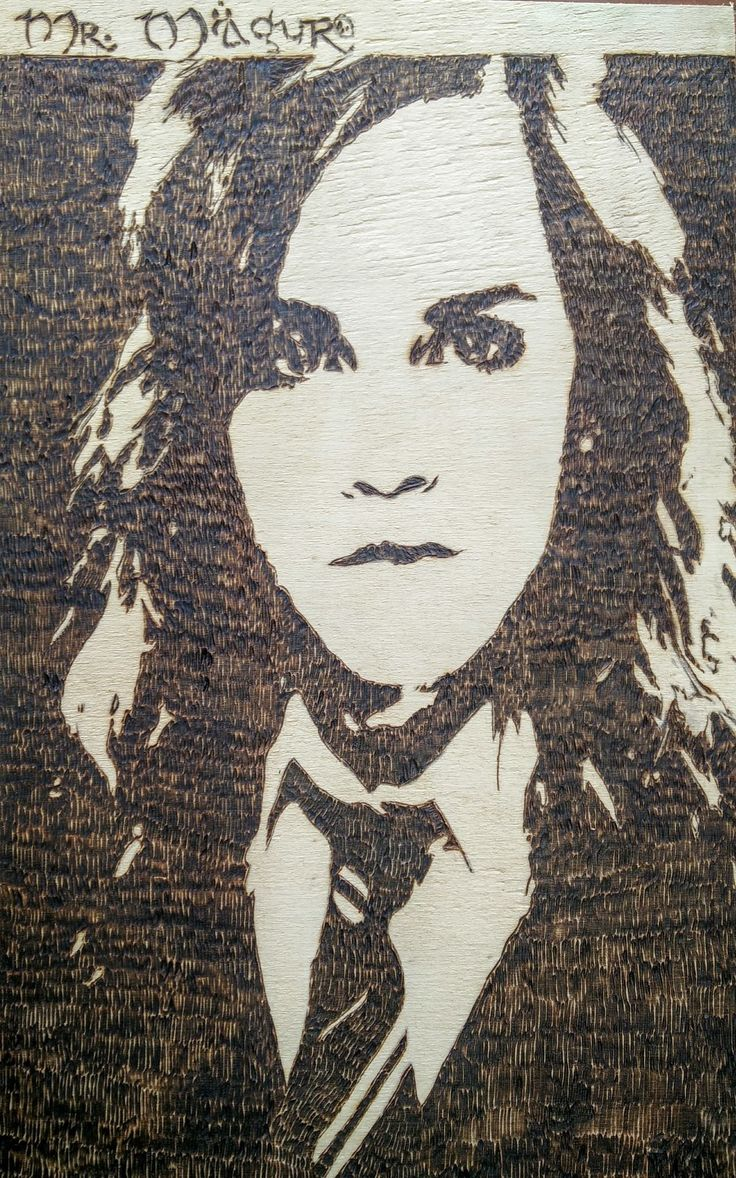 Hermione Granger - Harry Potter. Pirografia su legno. L 18,5 x H 29,7 cm. Prezzo 10 euro. Pyrography on wooden tablet. Lenght : 18,5 x Height 29,7 centimeters. Price in euro :10