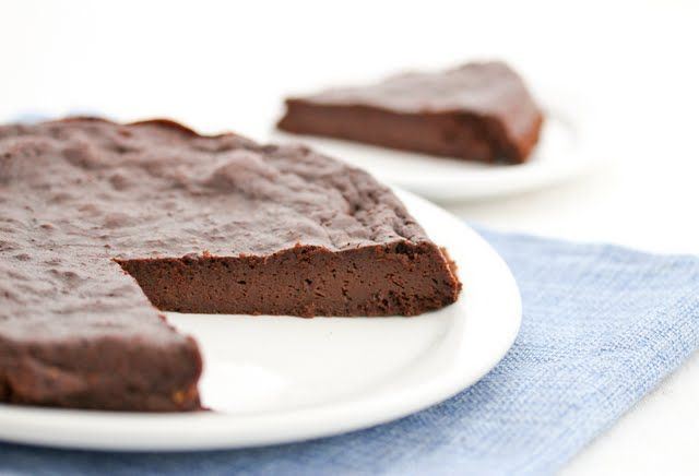 Three ingredient flourless chocolate cake: Easy Recipe, Ingredients Flourless, Ingredients Chocolates, Flourless Chocolate Cakes, Free Recipe, Food Blog, Gluten Free, Three Ingredients, Flourless Chocolates Cake