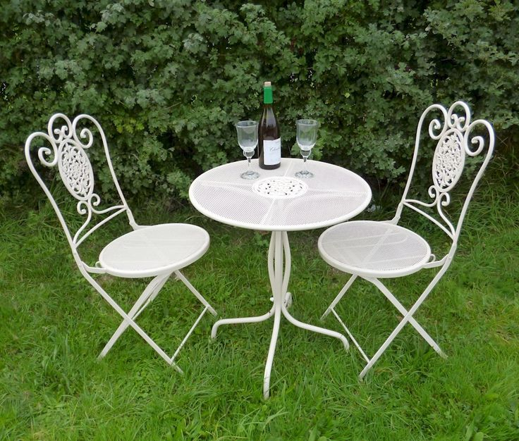 Cream garden furniture set in a shabby chic style. This very ornate bistro set is perfect for use on the lawn, patio or indoors in your conservatory.Gorgeous curved topped chairs with a curved leg table design, the ideal furniture set to allow you to relax and enjoy your surroundings.