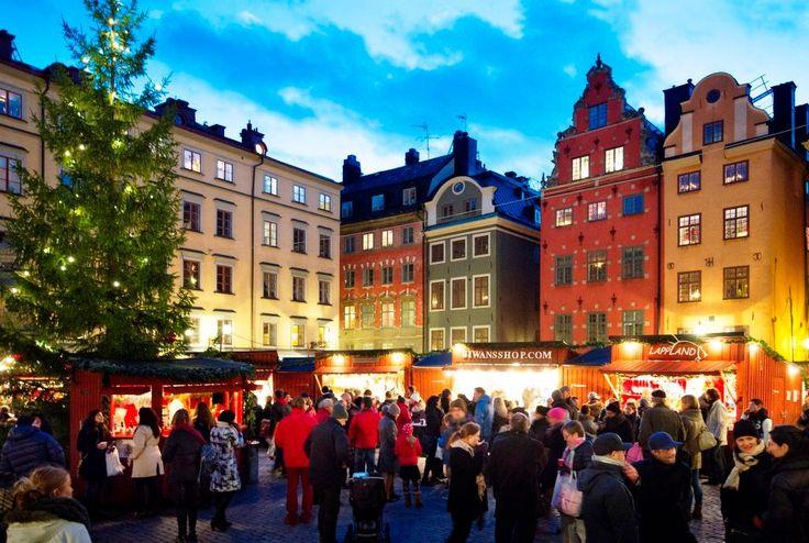 Scopri la vera magia del Natale nei mercatini di Stoccolma! Viaggio di gruppo, partenza garantita #stoccolma #svezia #mercatinidinatale #viaggiodigruppo #inverno2017 #leviedelnord