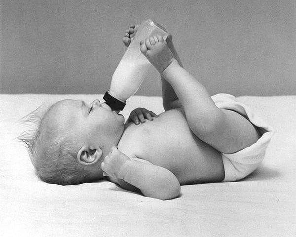 Пока у ребенка не закончилась печенька, я должна успеть: помыться, одеться, покушать и посуду помыть. Армия отдыхает в сравнении с молодой мамой…