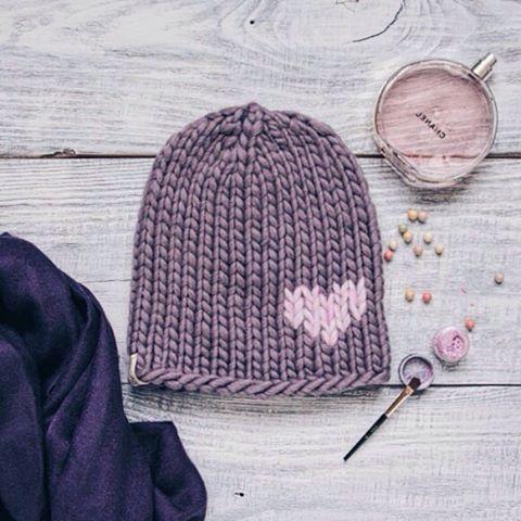 WEBSTA @ hello_knitwear - В полку готовых шапок прибыло!Шапочка #hello_heart_hat из толстой, объёмной, абсолютно не колючей перуанской овечки абсолютно свободна!!! Немного удлинённая.Если кому интересно как сидит на голове, пишите, пришлю в Директ!)На объём головы 53-56 смЦена 1200₽Оооооочень тёплая и стильная!!!☺️❌❌❌продана#hello_knitwear #hello #hello_hat #hat #vscocam #vscorussia #vscoknit #вязание #инстаграмнедели #оренбург #orenburg #knit #knitwear #knitting #knitting_inspiration #вяжу…