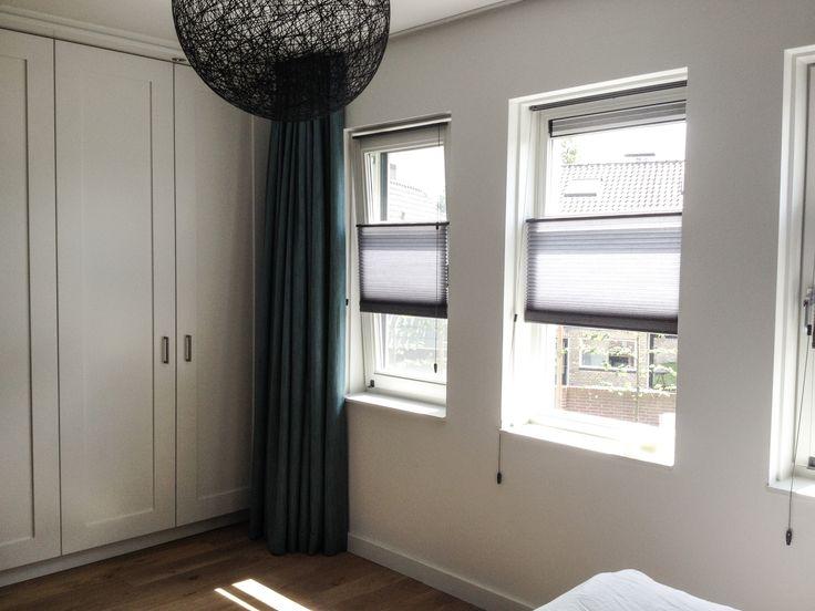 Interieuradvies bij de ouderlijke slaapkamer van familie Schippers. Bekijk het geheel op de site www.casamore.nl/blog-pagina-werk