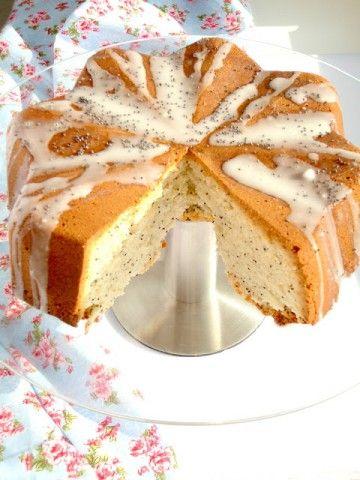 De lekkerste cake ooit, een lemon poppyseed cake met citroen en maanzaad, lekker fris en luchtig.