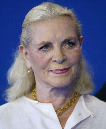 米女優ローレン・バコールさん=2004年9月、仏北部ドービル(AFP=時事) ▼13Aug2014時事通信|ローレン・バコールさん死去=ハードボイルド映画のヒロイン役 http://www.jiji.com/jc/zc?k=201408/2014081300248 #Lauren_Bacall