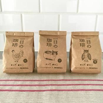 cotogotoのオリジナルブレンド「一日の珈琲」。焙煎とブレンドは「IFNi ROASTING&CO.」が行っています。日々の暮らしをじっくり味わうために、コーヒーが一日のアクセントになれば…という想いを込めて開発されたそうです。朝・昼・夜、それぞれの時間に合わせて、3種類のブレンドのラインナップとなっています。イラストレーター松尾ミユキさんによるユーモラスなイラストもステキです。
