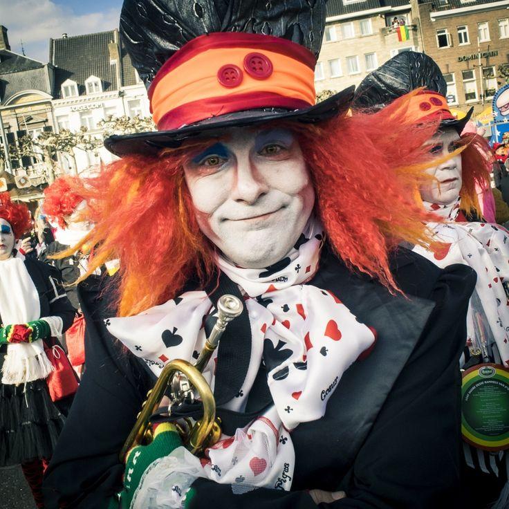 Selectie van straatfoto's en portretfoto's die tijdens Carnavals zondag in Maastricht zijn gemaakt. Wil je meer foto's van dit prachtfeest bekijken, klik dan op de volgende link naar mijn Facebookpagina: