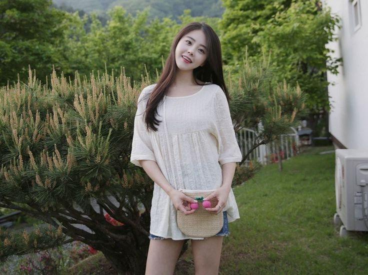 Dress Up Confidence! 66girls.us Woven Cherry Accent Bag (DHYV) #66girls #kstyle #kfashion #koreanfashion #girlsfashion #teenagegirls #younggirlsfashion #fashionablegirls #dailyoutfit #trendylook #globalshopping