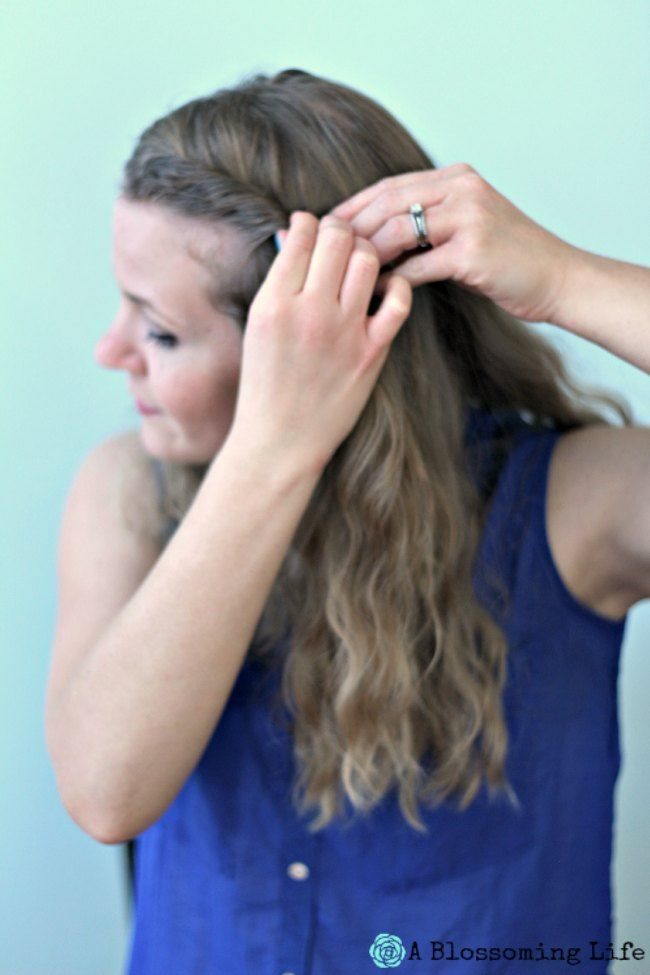 5 Minute Hair:  The Half Twist   ~:: A Blossoming Life