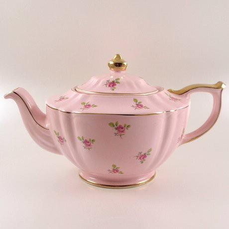 Pink tea. SC- looks like a Saddler teapot. Just lovely! So dainty, yet looks like you would use it everyday.
