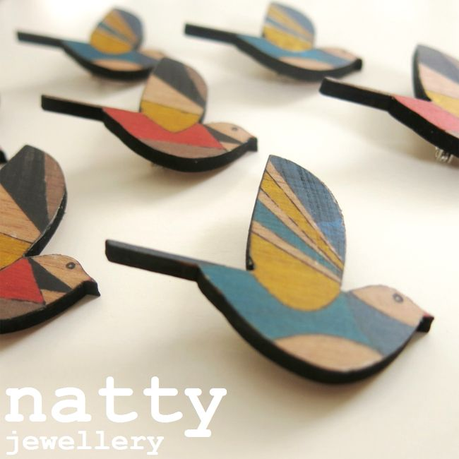 【楽天市場】鳥ブローチ・木製・レトロプリントどうぶつブローチ・ニュージーランド デザイナーズアクセサリー【natty-patterned-birds ナチュラル ナチュリラ リンネル かわいい】:コヒ ニュージーランドギフト