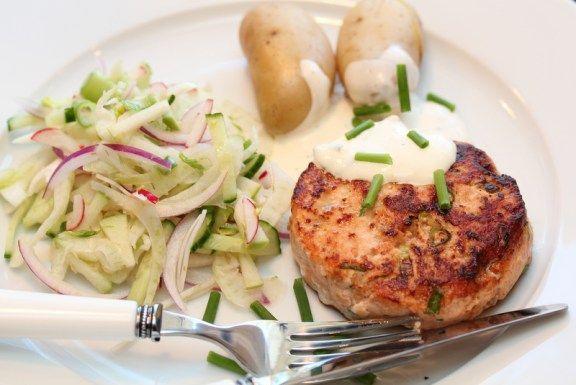 Lakseburger med fennikelsalat og sitrondressing