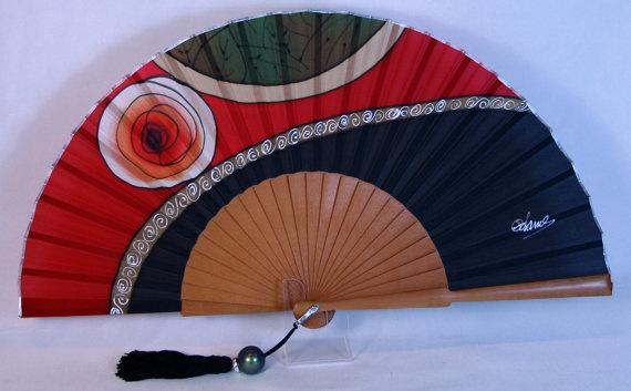 Abanico de seda natural pintado a mano. Medida 23 por ConchaBlanch, €51.00 http://www.etsy.com/shop/ConchaBlanch