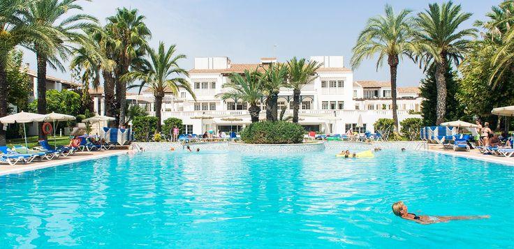 Toppkandidat ?Blue Star Club Menorca ligger mitt i Cala'n Bosch med gångavstånd till både marinan och stranden. Stora lägenheter med plats för upp till 7 personer!
