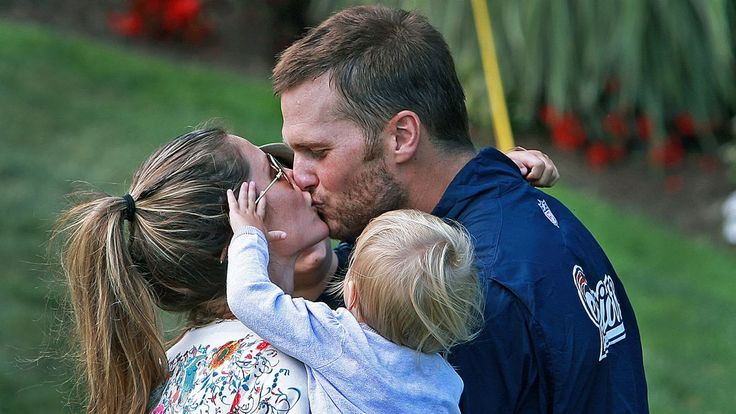 Gisele Bundchen sends support to Tom Brady on Twitter after Patriots lose to Broncos