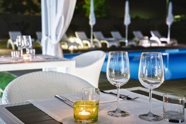 Cena al lume di candela a bordo piscina - Ristorante Grape - Hotel Franz