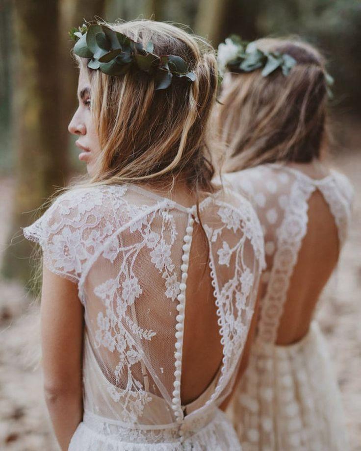 #Immacle #Barcelona #Terra | #Mar #bohemian #wedding #dress #collection Это просто #мечта влюбленных в богемный #шик невест. Свободные энергичные и женственные: вязанные крючком #платья с шикарными вырезами на спине и кружевными рукавами  эти платья идеально подходят чтобы танцевать всю ночь напролет (конечно же #босиком!) И только посмотрите с каким талантом фотографы @serafin_castillo. и @marcossanchez_ рассказали нам историю путешествия по лесу к морю с остановкой где то а 60-х…
