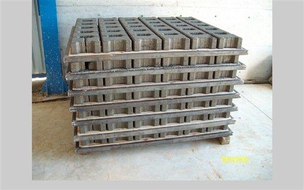 Machine De Fabrication De Parpaing Prs 600 Semi Automatique Elle Produit Toutes Les Modeles De Parpaings 10x20x40 15x20 Parpaing Brique Usine De Fabrication