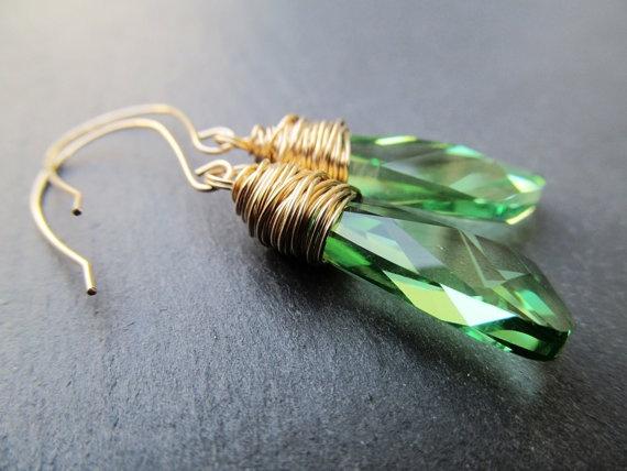 Fülbevaló Swarovski Elements #6690 Szárny medálból Peridot színben
