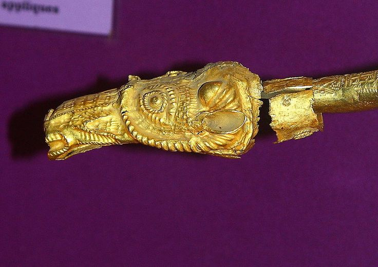Unknown Title  English: Dacian Bracelet Detail Description  English: A Dacaian Bracelet detail Date 4th century AD Medium  English: Gold. Current location  [show]National Museum of Romanian History