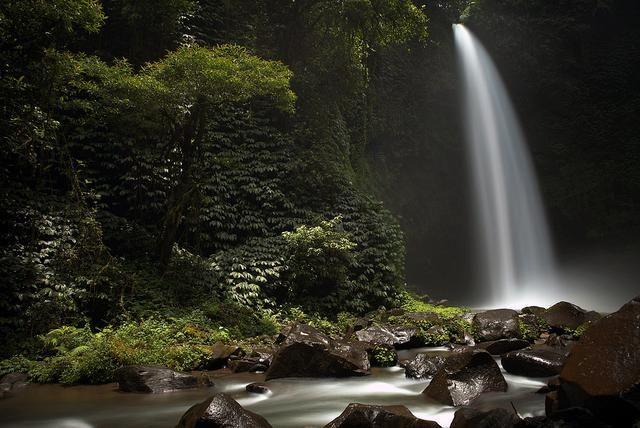 Wisata Alam Ke Air Terjun Nungnung Yang Menyegarkan Di Bali Di 2020 Bali Indonesia Pemandangan Air Terjun