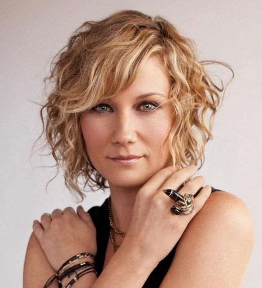 jennifer nettles ...the cutest country girl with AMAZING WRITING SKILLS, MUSICIANSHIP, rhythm, style & class.