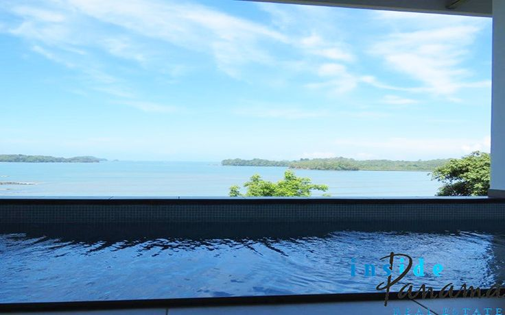 This beautiful house is located in Lobster Cove, Boca Chica, Chiriqui. It is built on a cliff, the house is right on the beach and even has private beach access..This amazing property in Boca Chica have direct beach access and spectacular views!!