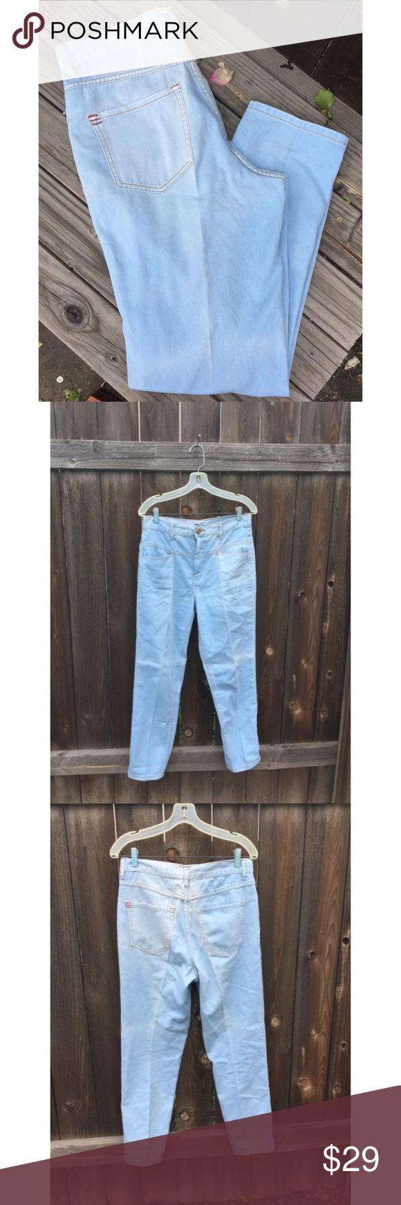"BDG HIGH WAIST DENIM JEANS SZ 29 BDG HIGH WAIST DENIM JEANS  SZ 29 WAIST 16"" INSEAM 28"" FRONT AND BACK POCKETS LIGHT BLUE WASH  GOOD CONDITION BDG Jeans Straight Leg"