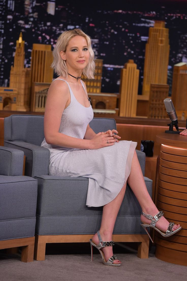 Jennifer Lawrence Sitting Pretty In A Scoop Neck Dress And -9678