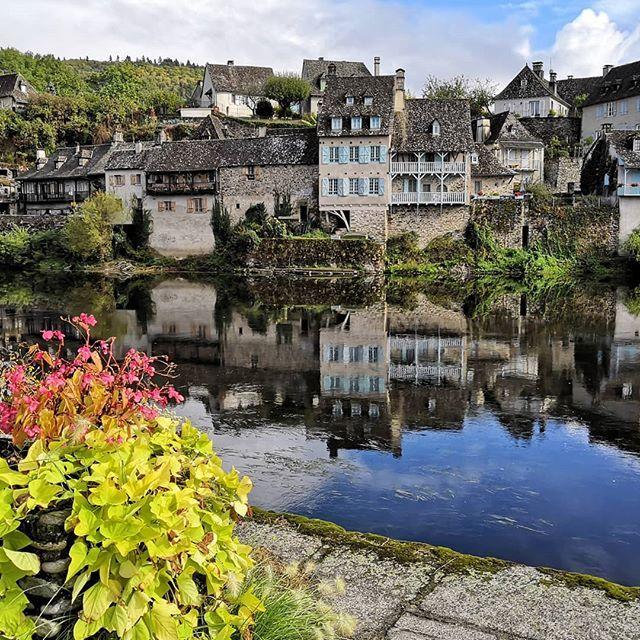 Reflet Sur La Dordogne Argentat Correze Paradis De La Truite Er Du Champignon Igersfrance Igersbrive Correze Instagram France Mansions