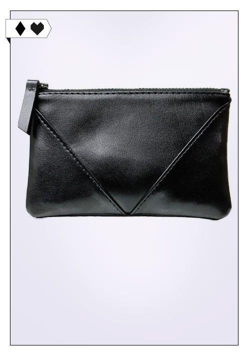 Geldbörse (Will's Vegan): Aus schwarzem Kunstleder mit schwarzem Innenfutter. Maße: 14 x 9 cm Fair hergestellt in Portugal. PETA approved vegan. VEGAN/SOCIAL/*33€* →