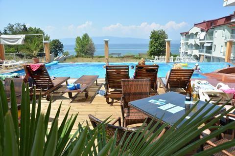 Vila Mina  Appartementen Vila Mina is een kleinschalig complex met vrolijk ingerichte appartementen. Het zwembad is vernieuwd en het is nu een van de mooiste van Ohrid. Op loopafstand vind je het Lagadin-kiezelstrand een supermarkt en de restaurants van bijvoorbeeld Hotel Villa Dionis en Hotel Dva Bisera.  EUR 269.00  Meer informatie  #vakantie http://vakantienaar.eu - http://facebook.com/vakantienaar.eu - https://start.me/p/VRobeo/vakantie-pagina