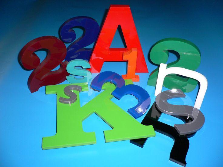 Bosman Letters Rotterdam maakt freesletters uit diverse soorten materialen waaronder 3, 8 en 19 mm dik acrylaat.