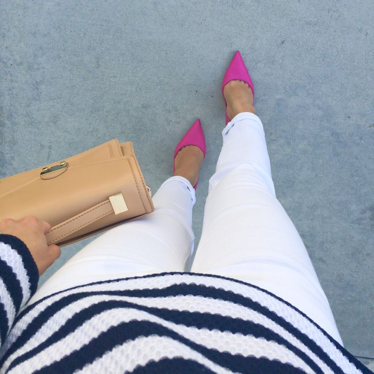 Navy and white stripes, camel purse and pink pumps /// Click the following link to see outfit details and photos: http://www.stylishpetite.com/2015/03/dvf-spring-stripes-burberry-trench-coat.html