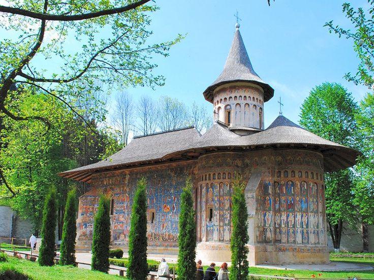 Manastirea Voronet, Judetul Suceava  sursa foto: hellobucovina.com/
