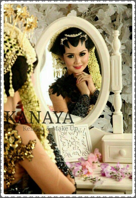 Solo Putri  Talent : @sorayanoov Venue : @studioadventure  #kebaya #soloputri #wedding #pengantin #pengantinjawa #kebayamodern #kebayapengantin #kanayakebaya #sewakebaya #sewakebayapengantin #sewakebayawedding #paes #studioadventure #jahitkebaya #makeup #makeuppengantin #weddingmakeup #MUA #makeupartistsurabaya #beforeafter #akadnikah #resepsi  #hijab #surabaya #indonesia #designer #prewedding #pengantinmuslim #riaspengantin #adatjawa  For Booking : ☎ 031-8706318 081230576364 WA 085856158180…