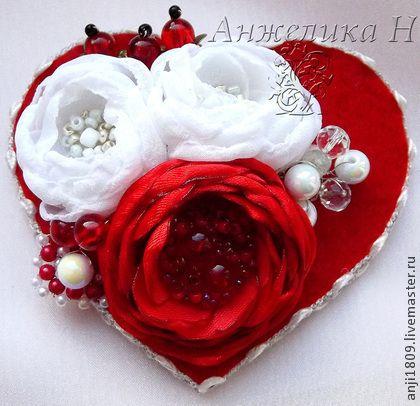 Брошь в виде сердца - ярко-красный,красный,белый,брошь,брошь в виде цветка