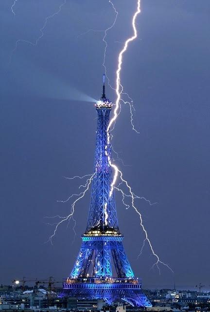 A bolt from the blue... Dramatic moment thunderbolt lights up Eiffel Tower. Awesome.!