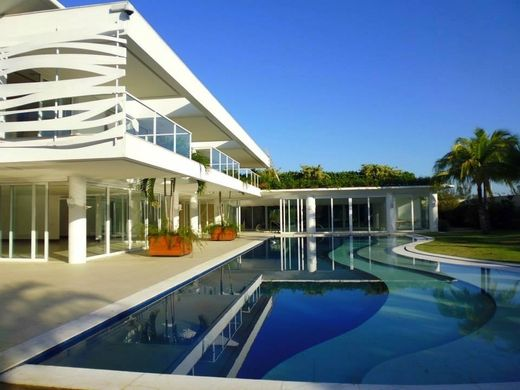 5 bedroom luxury Villa for sale in Malibu Barra da Tijuca