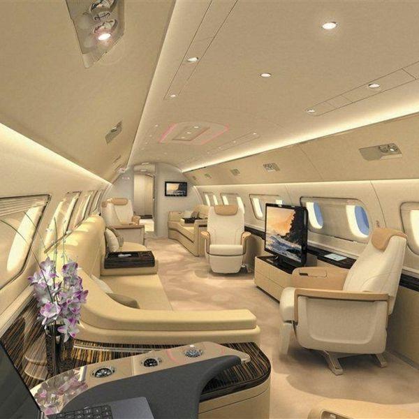 intérieur de luxe pour votre jet privé avec canapés en cuir beige