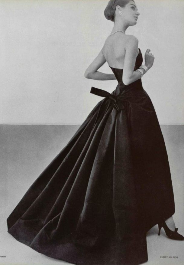 Evening wear by Christian Dior, 1955. | Fashion through ...