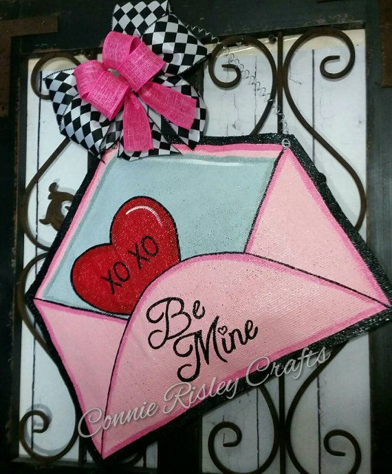 Valentines Day Door Decoration, Burlap Door hanger, Party Decoration, Valentine Wreath, Be mine Envelope